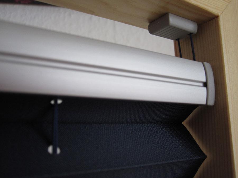 plissees und faltstores f r alle fenstertypen und dachfenster. Black Bedroom Furniture Sets. Home Design Ideas